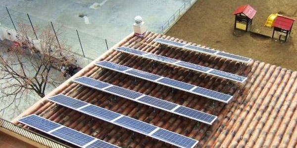 Plaques solars a l'escola Macià-Companys.