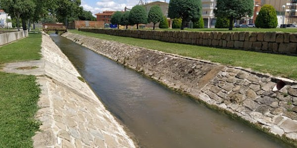 El riu Sió al seu pas per Agramunt.