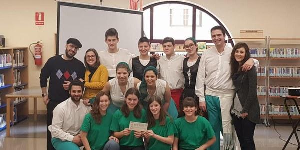 Membres del Grup Sardanista Estol que van participar a l'atrapacontes