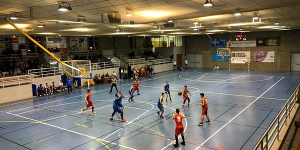 Imatge d'un partit de bàsquet.