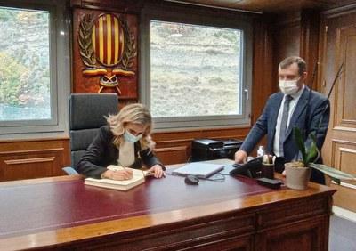 Signatura llibre honor alcaldessa