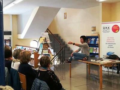 Empar Moliner presenta el seu llibre a la biblioteca