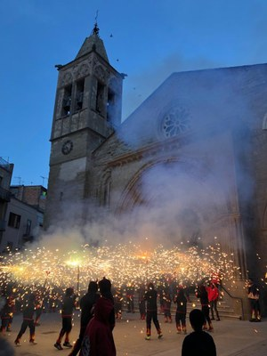 Encesa de la colla infantil dels Diables l'Espetec a la plaça de l'Església