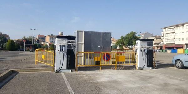 Els dos punts de càrrega ràpida de vehicles s'han instal·lat a la plaça Fondandana d'Agramunt.