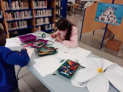 """La biblioteca impulsa un any més la iniciativa """"Març Poètic"""""""