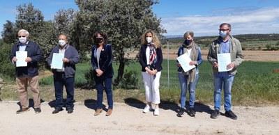 LA CONSELLERA D'AGRICULTURA ENTREGA LES ESCRIPTURES DE LA CONCENTRACIÓ PARCEL·LÀRIA D'AGRAMUNT