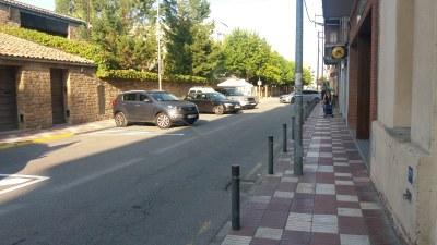 Zones d'aparcament en semibateria al carrer Agustí Ros