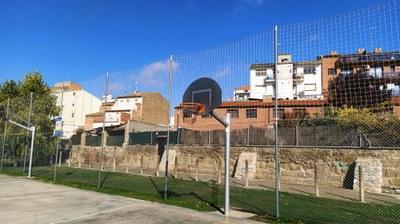 L'Ajuntament instal·la una malla de protecció al parc infantil Mercè Ros