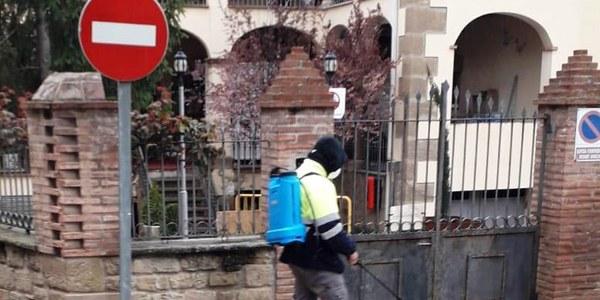 Treballs de desinfecció de carrers a Agramunt