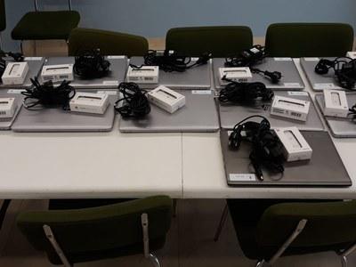 L'Ajuntament reparteix 11 ordinadors amb connectivitats per a les famílies vulnerables