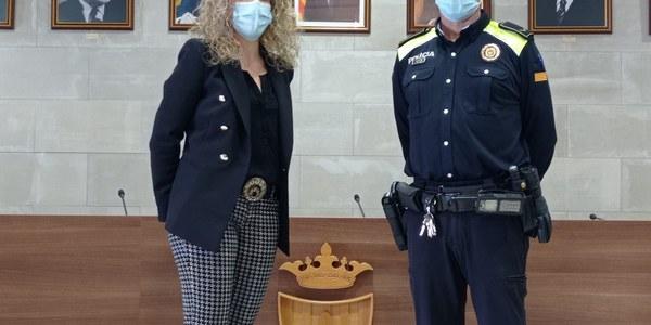 El nou caporal, amb l'alcaldessa, Sílvia Fernàndez.