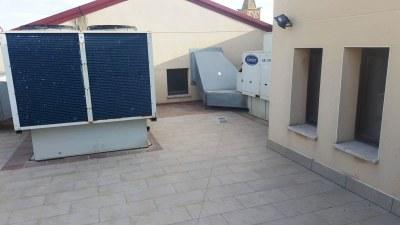 Obres al terrat de l'edifici del Casal Agramuntí