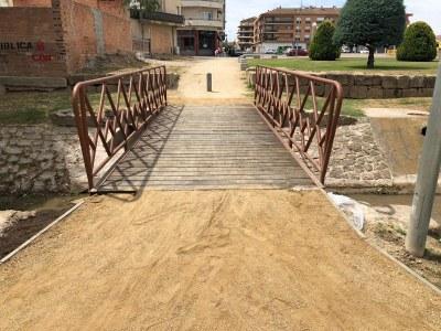 Remodelació del pont sobre el Riu Sió que connecta el Passeig Mercè Ros i la plaça Fondandana