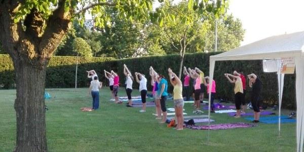 Sessions de ioga a les piscines