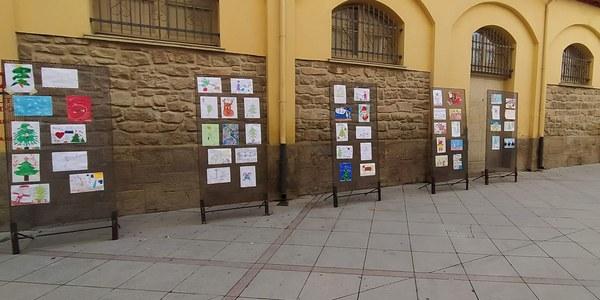 Exposició dels dibuixos a la plaça del Mercat