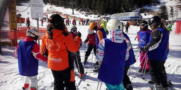 Uns 70 nens d'Agramunt participen de la sortida a esquiar