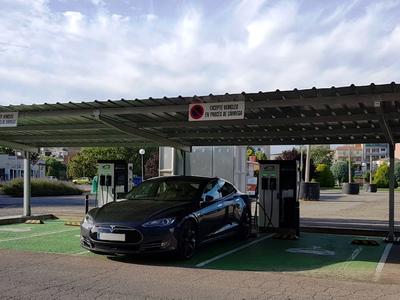 Valoració positiva del primer any del punt de càrrega de vehicles elèctrics