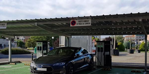 Punt de càrrega de vehicles elèctrics a Agramunt