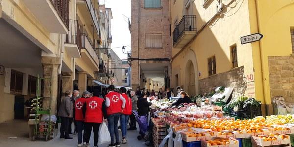 Els voluntaris al mercat setmanal